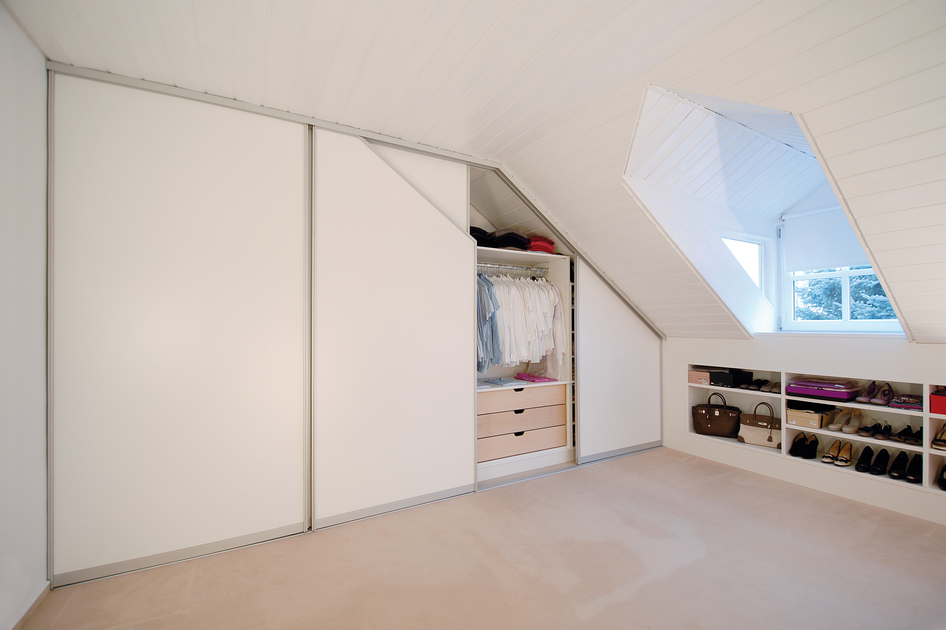Einbauschrank in Dachschräge