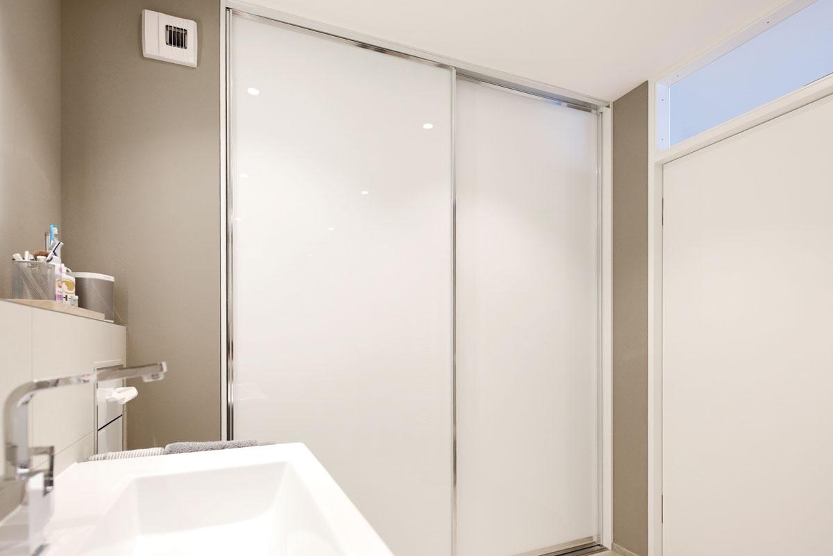 Badschrank mit raumplus Schiebetüren