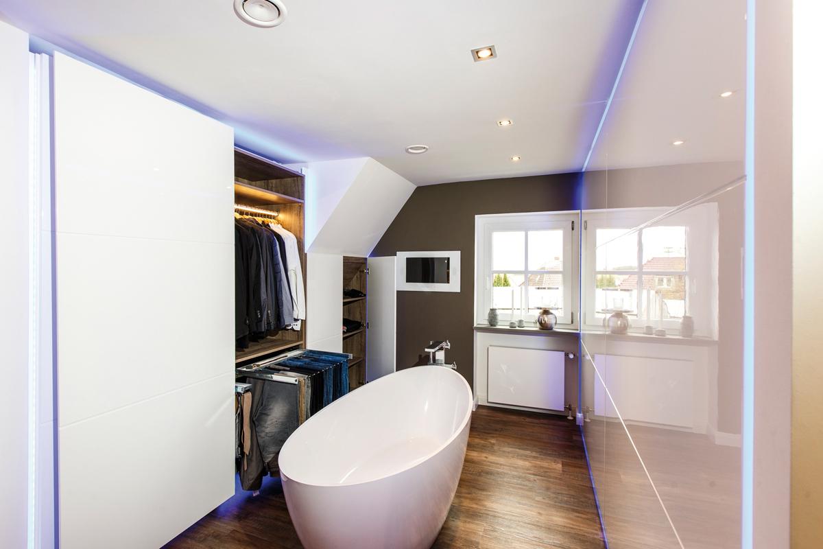 exklusive bad l sung mit extremer stauraumqualit t. Black Bedroom Furniture Sets. Home Design Ideas