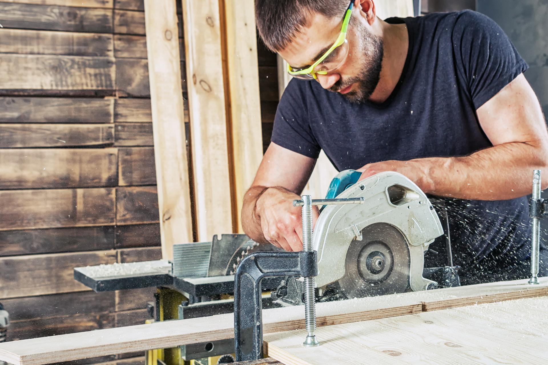 Holzmechaniker/in oder Schreiner/in gesucht